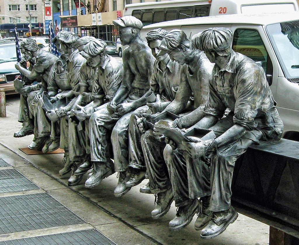 Sculpture Ouvrier Building New York
