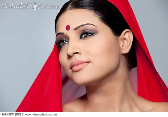 portrait_of_a_beautiful_woman_with_a_bindi_IS099I6EM.jpg